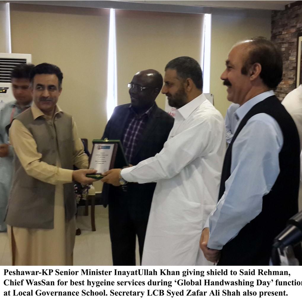 15-10-15-Photo Peshawar-KP Senior Minister InayatUllah Khan giving shield to Said Rehman,